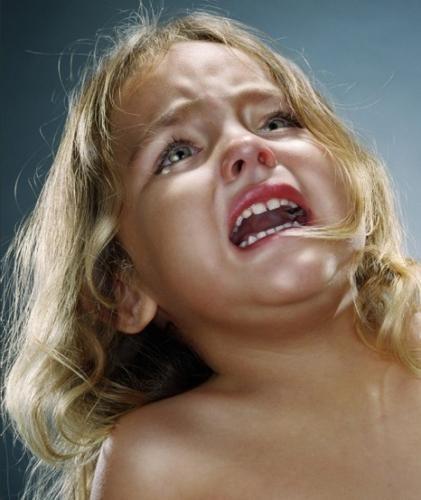 Fillette qui pleure.JPG